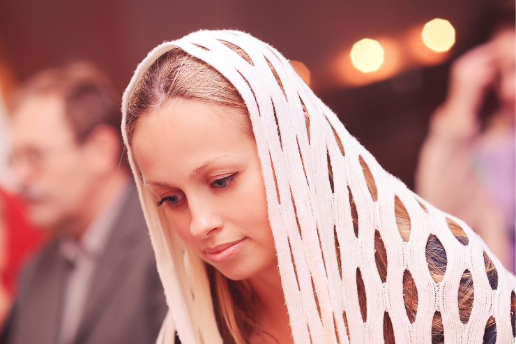 Beauty Unveiled: Wearing a Mantilla to Mass